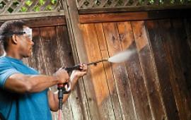 Làm sạch mùa xuân được thực hiện dễ dàng với một máy rửa áp lực