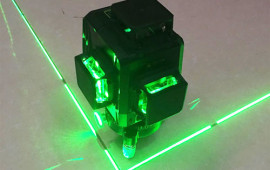 Tại sao mọi người thích máy cân bằng laser tia xanh?
